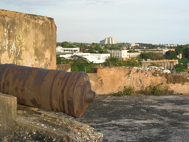 A cannon on top of Fuerte de Santa Bárbara